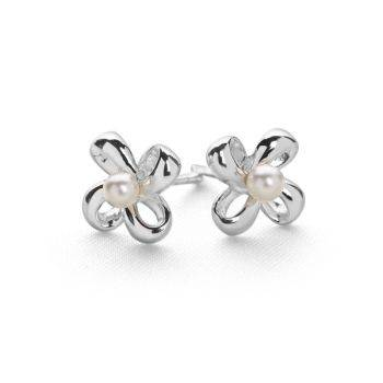 Chic Pearl Studs